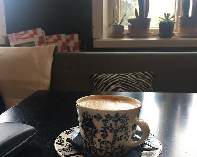 #designmuseum … hier sind sogar die Kaffeetassen schön! they have beautyfull cups as well! #travellingactress #aida #aidamar #aidamomente