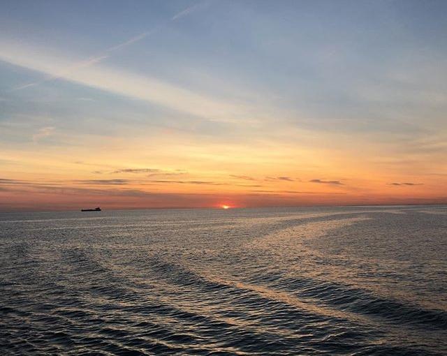 #nofilter #sunset #sonnenuntergangaufsee #esgibtdasoeinspezielleslicht #travellingactress