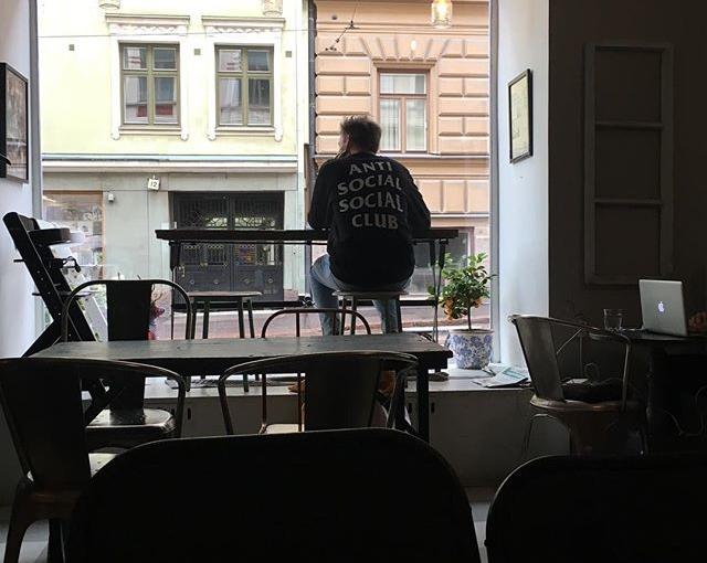 Regentag in #helsinki #tollestshirt #travellingactress #aidamar #aida #aidamomente #antisocialsocialclub