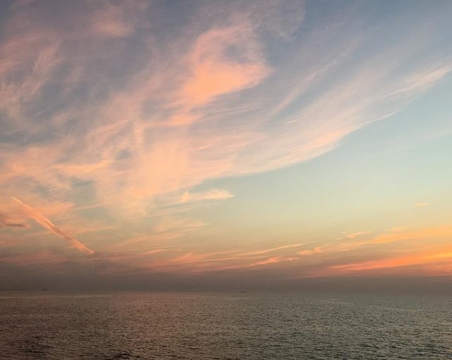 #sundown #ostsee #balticsea #travellingactress #aidamar #aidamomente