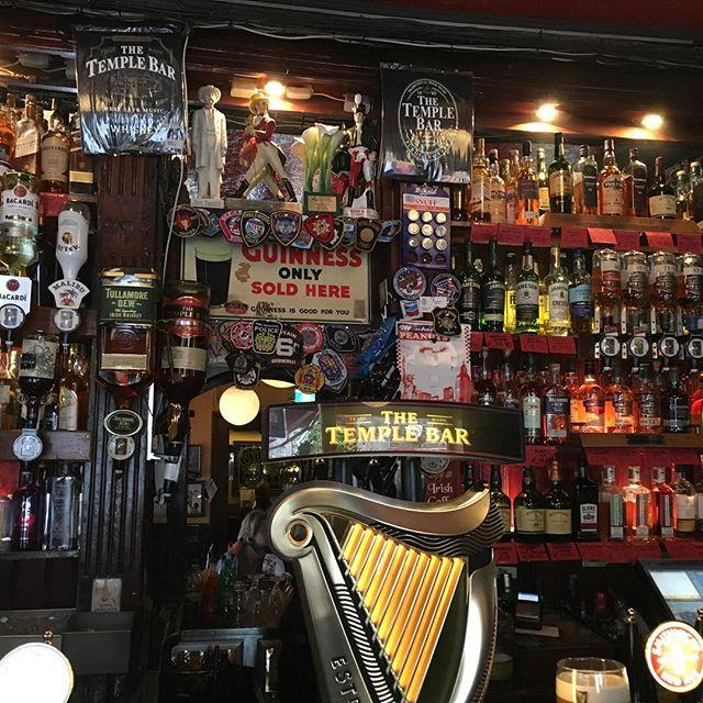 #templebar #dublin #irishcofee #aidaselection #aida #travelingactress #aidavita #aidavitamomente #aidastars